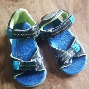 See kai runners sandals.  All purpose play shoes